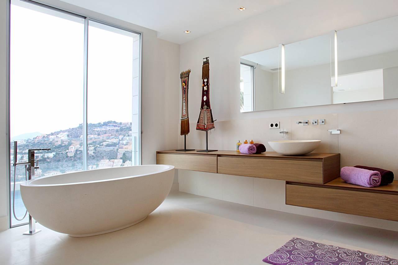 2016-19-04-10-55-10-1280-960-2-70-3.villa-arlet-bathroom-interior-design-bath.jpg
