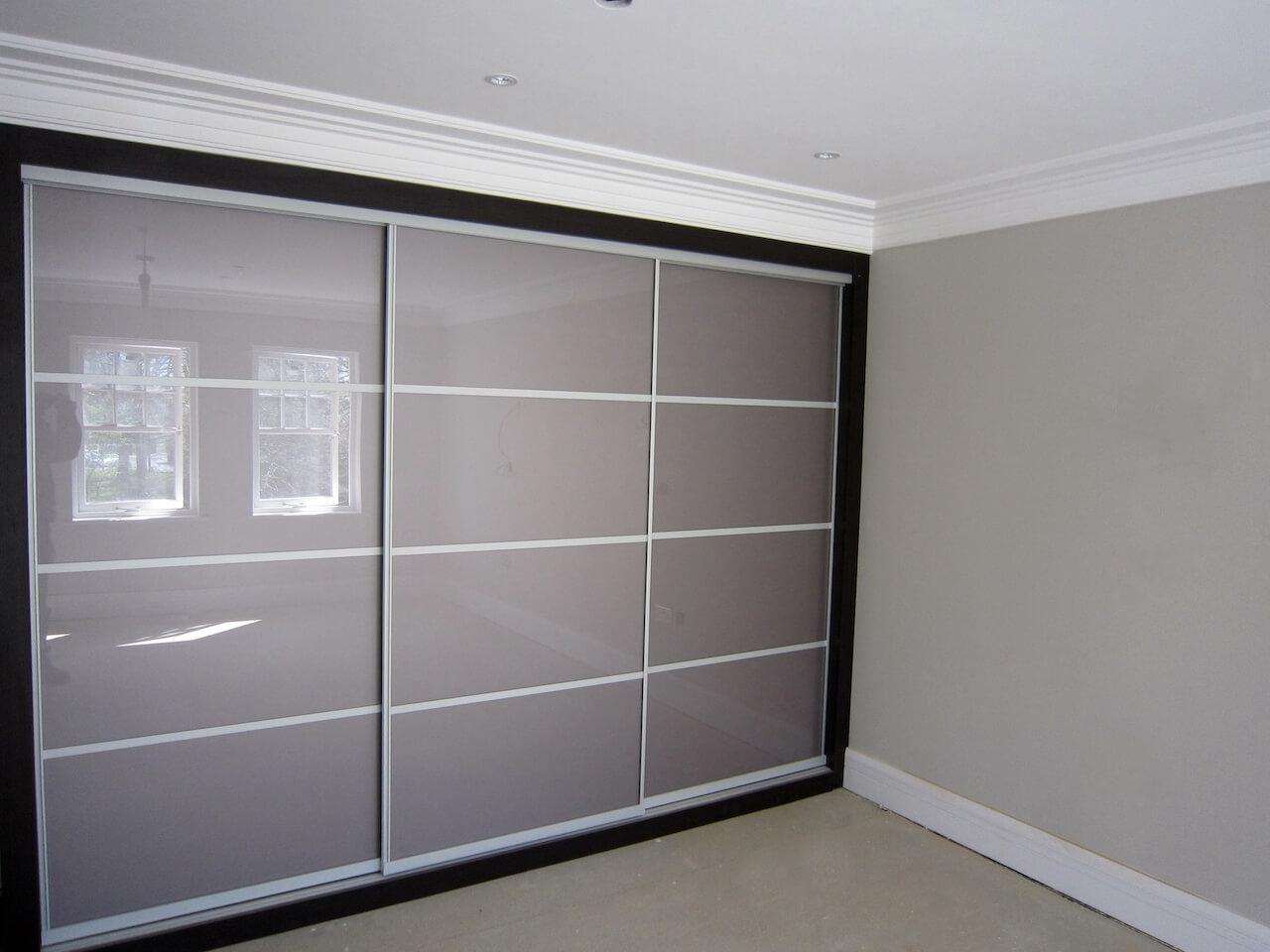 Sliding-Doors-with-constrasting-frame-Bexley-Kent.JPG